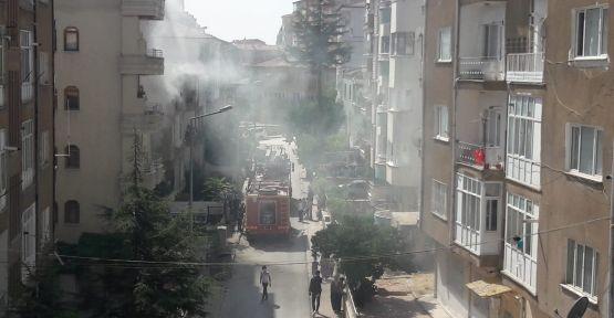 3 Katlı Binanın 1'inci Katında Çıkan Yangın Korkuttu