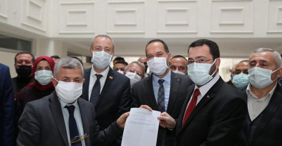 Ak Parti İl Başkanı Ömer Kılıç mazbatasını aldı