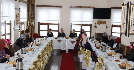 Başkan Özdemir Ak Parti Kadın Kolları İle Bir Araya Geldi