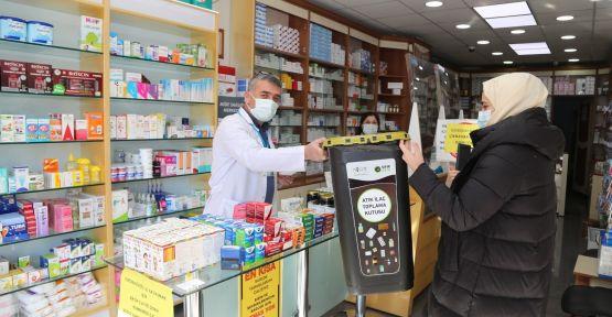 Belediye eczanelere atık ilaç toplama kutusu dağıttı