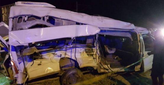 Bor'da Tren Minibüse Çarptı 5 Ölü
