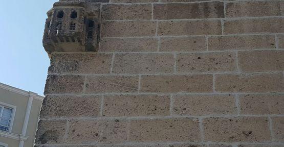 Caminin Duvarındaki 326 Yıllık Kuş Evi İlgi Görüyor