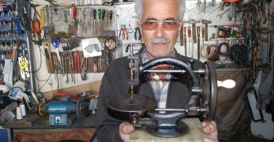 Dikiş Makinesini Çelik Kasada Koruyor