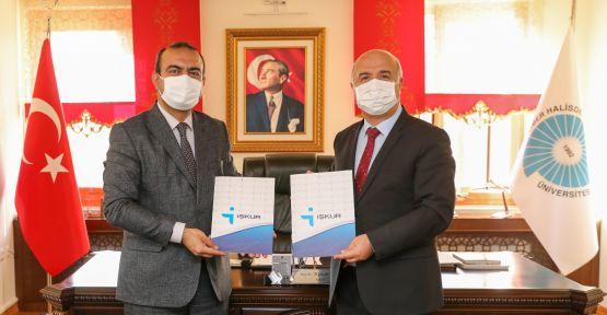 """'İŞKUR Kampüs Hizmetleri İşbirliği Protokolü"""" İmzalandı"""