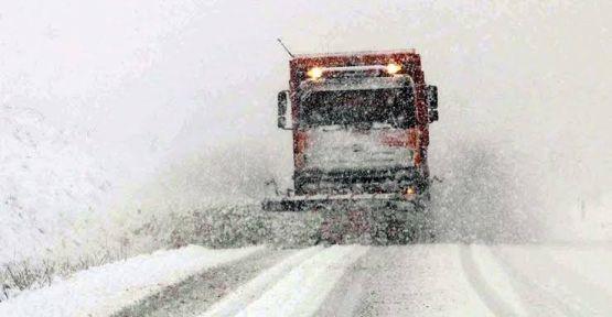 Kar ve Tipi Yolları Kapattı