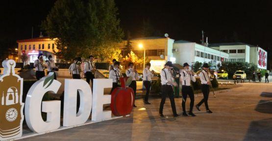 Niğde Belediyesi Vatandaşları Sahura Bando Eşliğinde Kaldırdı