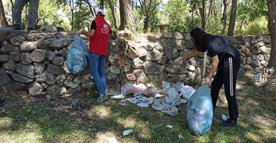 Niğde Gönüllü Gençler Mesire Alanlarını Temizledi