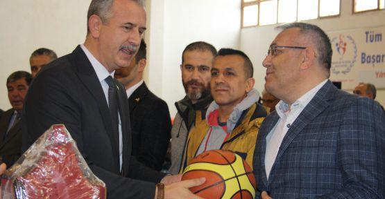 Niğde'de Faaliyet Gösteren Amatör Kulüplere Malzeme Yardımı