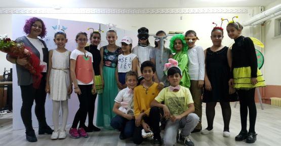Ortaokul'da İngilizce Tiyatro Gösterisi