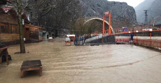 Pozantı'da Sel Felaketi
