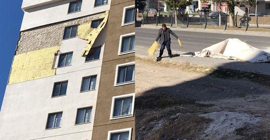 Rüzgar Apartmanın Dış Cephe Kaplamasını Uçurdu