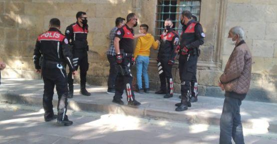 Saat Çalan 2 Çocuk Polisler Tarafından Yakalandı