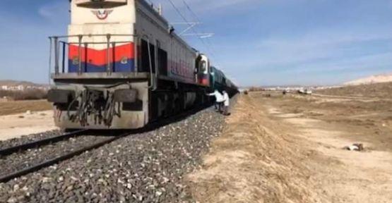 Tren Çarptı Hayatını Kaybetti