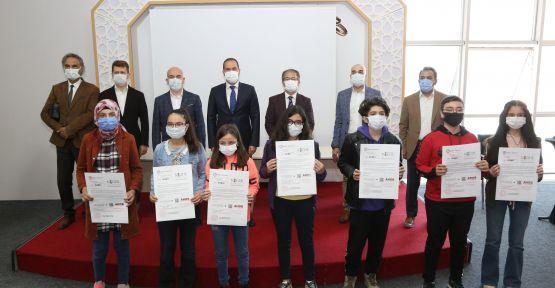 Başkan Özdemir pandemide öğrencilerin yanında